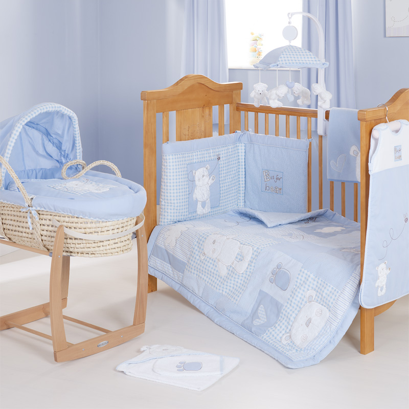 l 39 ensemble tour de lit b b ourson bleu disney baby 32ob2103 mode b b sp cialiste des. Black Bedroom Furniture Sets. Home Design Ideas